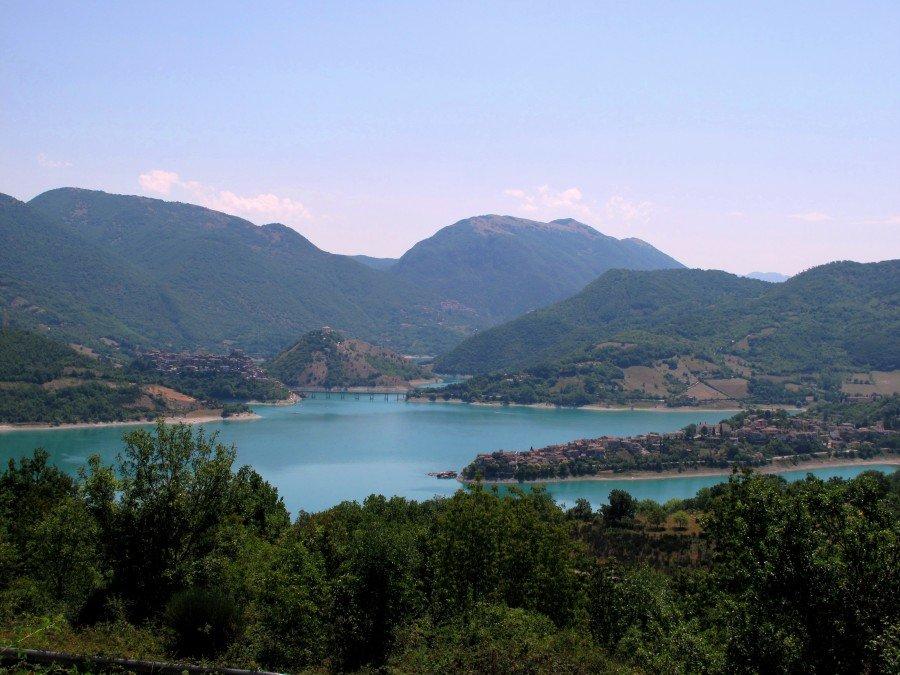 Lago del Turano con Colle di Tora e Castel di Tora