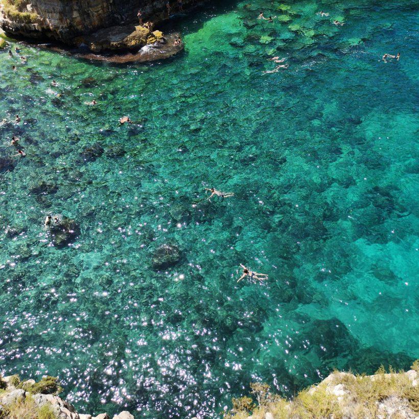 spiaggia di Polignano a Mare in Puglia